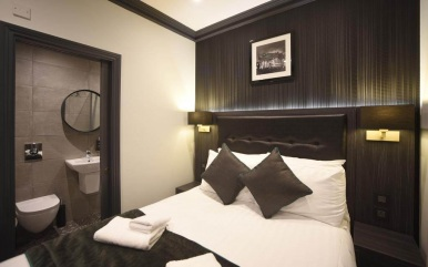 Double room at The Pack and Carriage
